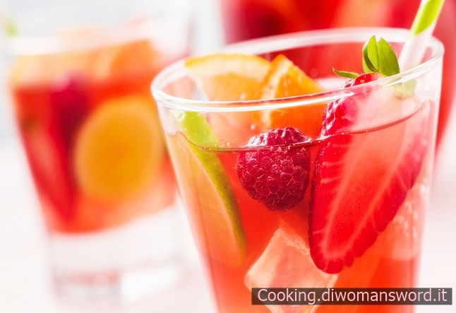 Cocktail Analcolico con Arance e Fragole